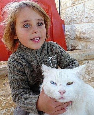 Niña y su gato