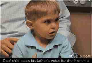 Gif niño sordo