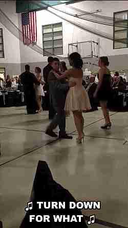 chicos bailando