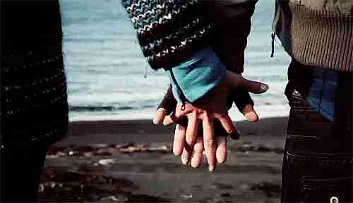 agarrados de la mano