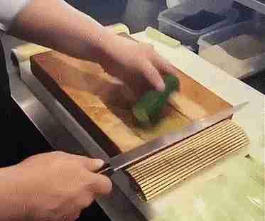 Tabla para cortar pepinos en láminas