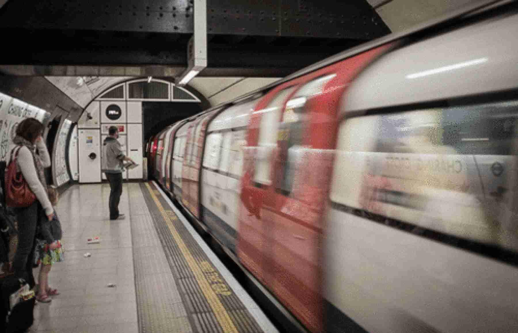 gif estación del metro