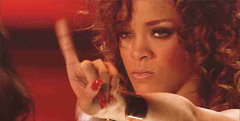 gif Rihanna diciendo no