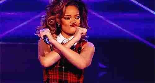 gif Rihanna bailando