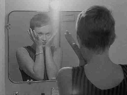 mirarse al espejo gif
