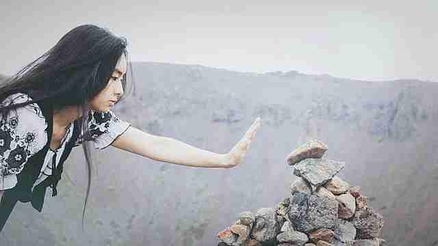 mover piedra gif