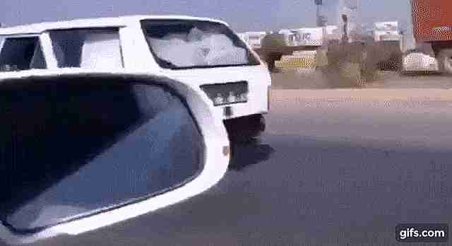 hombre sobre un carro