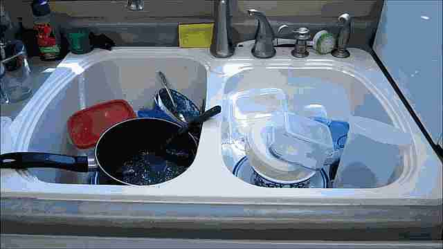lavar platos gif