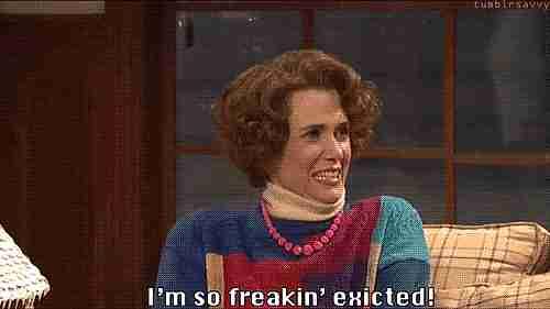 mujer diciendo estoy muy emocionada