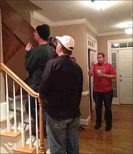 Hombres en una escalera
