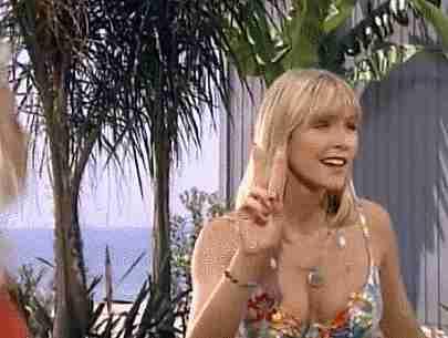 Pamela Anderson con otra chica en traje de baño