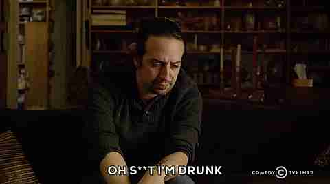 """Oh, m**rda. Estoy borracho"""