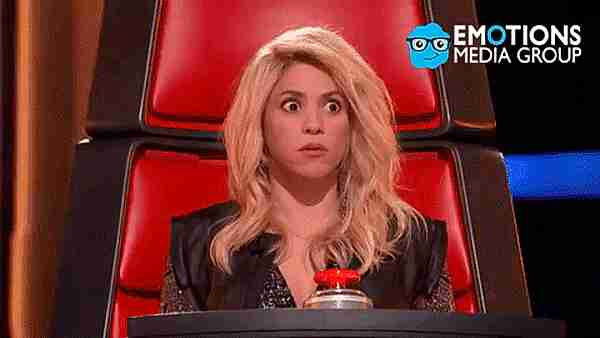 gif Shakira asombrada