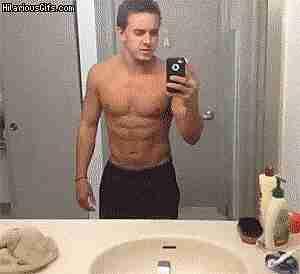 Selfies de cuerpo completo frente al espejo