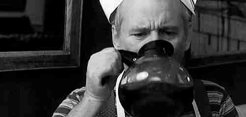 tomando café