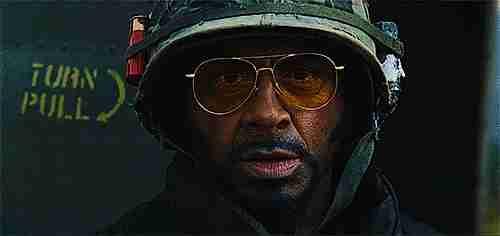 Robert Downey Jr. como Kirk Lazarus