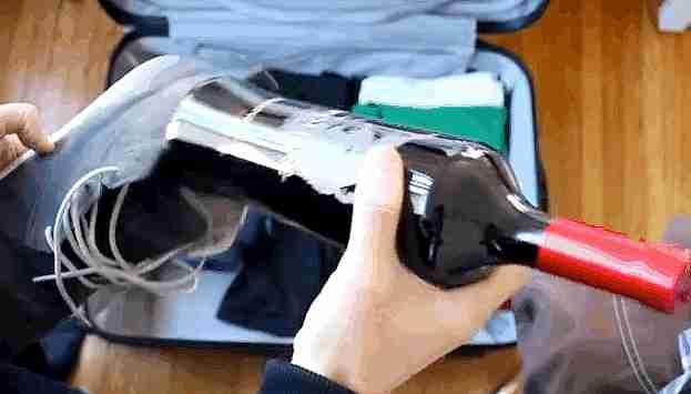 Botella de vino escondida en los zapatos