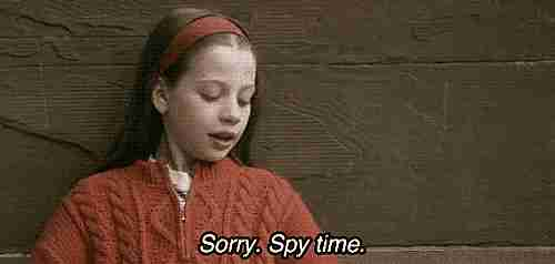 """""""Lo siento, hora de espiar"""