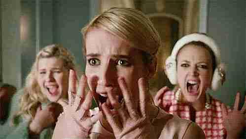 chicas gritando de miedo