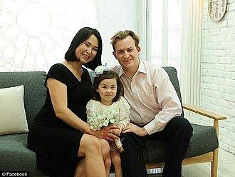 Robert Kelly y su familia