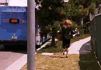corriendo haci el bus